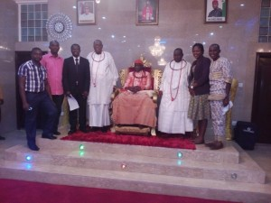 Group photograph with His Majesty, Ogiame Ikenwoli